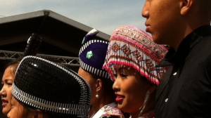 The Hmong community gathers in the Cher