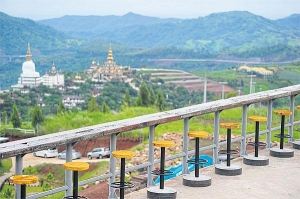 From a handful of Hmong villages and private ranches, Khao Kho and its comfortable mountain breeze gradually developed i
